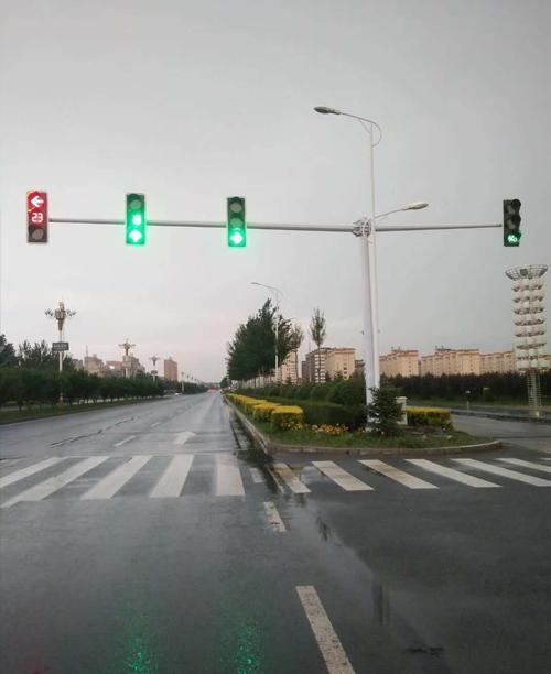 吉林公主岭信号杆信号灯施工案例